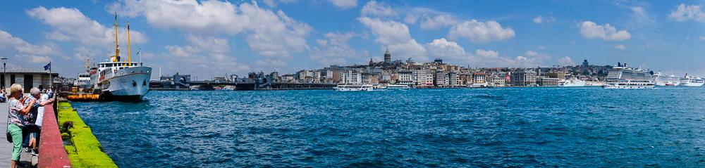 Blick über das Goldene Horn von Eminönu nach Beyoglu