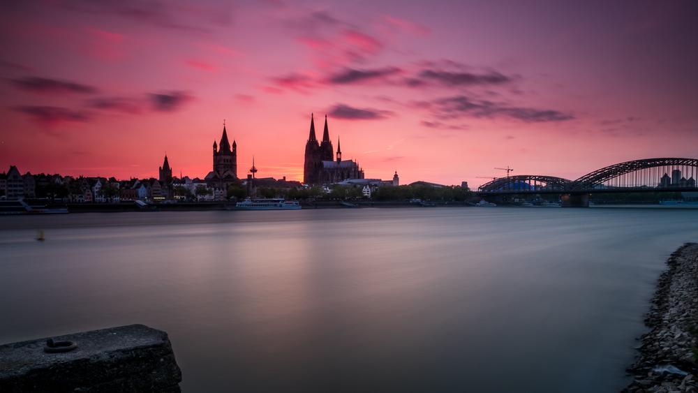 Rhein und Kölner Dom im Abendlicht...