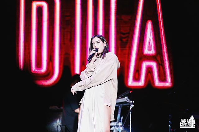 Missing your the one and only, Dua Lipa? Here's a picture of her at We The Fest 2017 captured by @Muthiarys. . Feel free to share your photographs by using our hashtag #ShareYourEuphoria on the comment section and let us feature it on our page for you. . #jakartaconcerts #wtf17 #shareyoureuphoria #teamjakco #dualipa