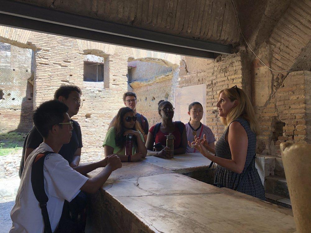 Thermapolium at Ostia Antica.jpg
