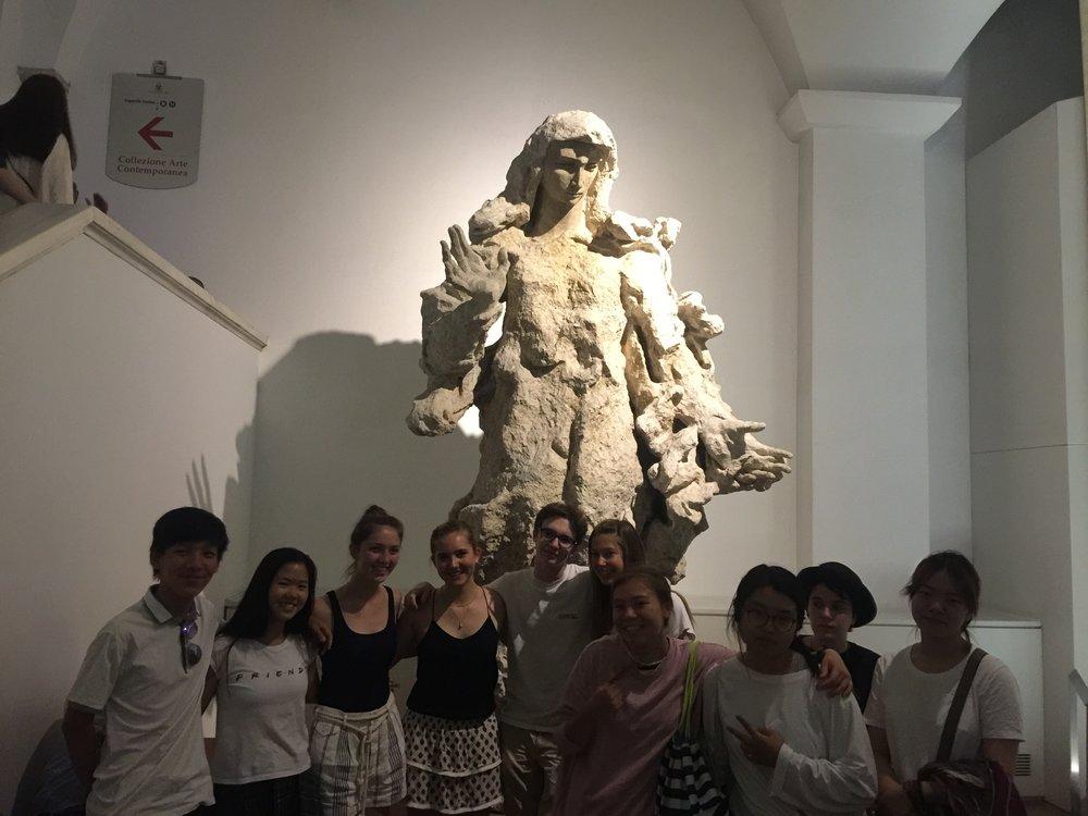 Pistoletto statue Vatican Museum Flo 1 good bye .JPG