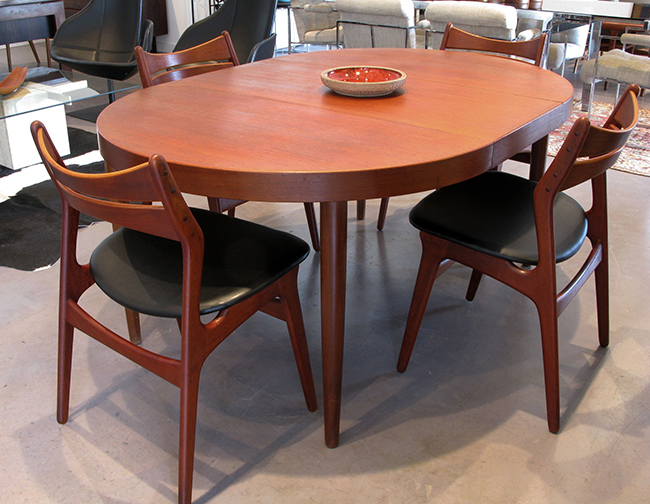 Table dining 10.29 store.jpg