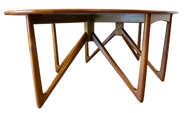 Niels Koefoed dining table 9.jpg