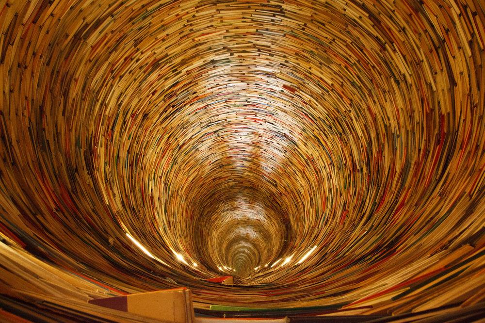 Tunel de libros en la Biblioteca de Praga, Fuente: Petr Kratochvil