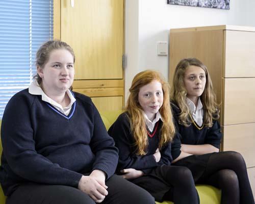 Lucy, Katie y Eleshia