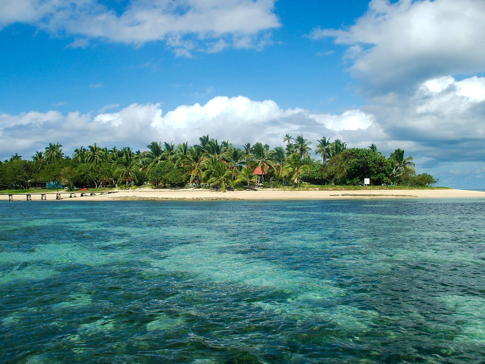 Isla de Atata, por Haanofonua, a 30 minutos de Tongatapu. Se han realizado ajustes de niveles en la imagen. CC-BY-SA 3.0