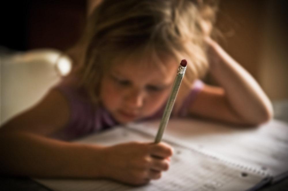 "Foto: "" 150929-pencil-eraser-writing-homework "", por r. nial bradshaw,  CC BY 2.0"