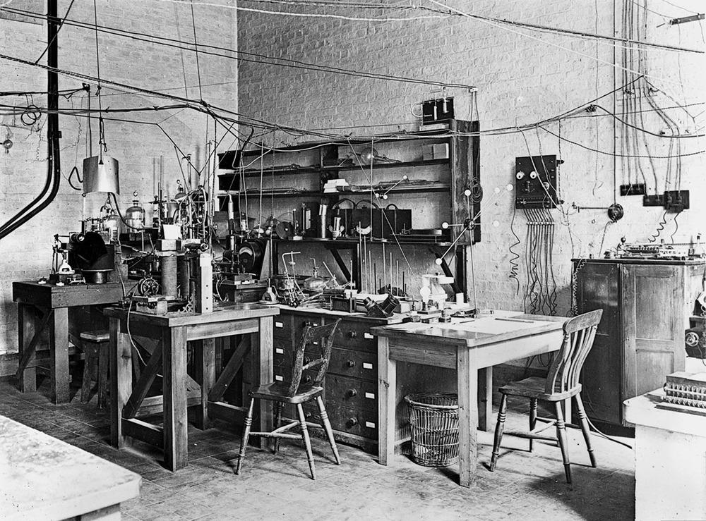 Laboratorio de Ernest Rutherford , comienzos del s.XX  Museo de Ciencia de Londres ,  BY-SA