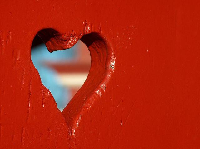Love Hole , por Paolo Di Tomaso, CC BY-NC 2.0 .
