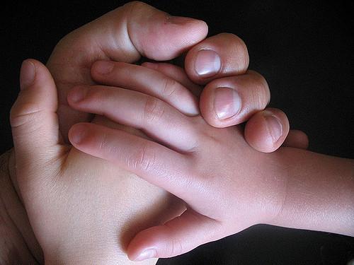 Hands , por Barnaby Wasson, CC BY-NC-SA 2.0 .