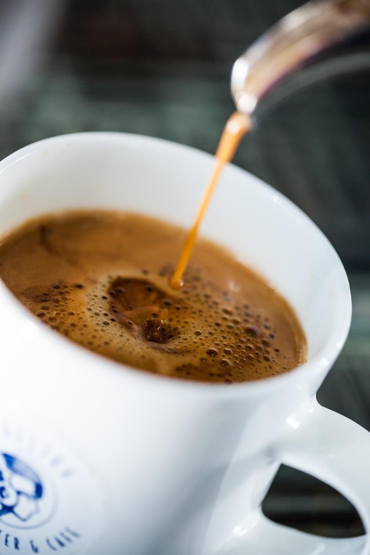 coffee_pour_seq_0003_fin.jpg