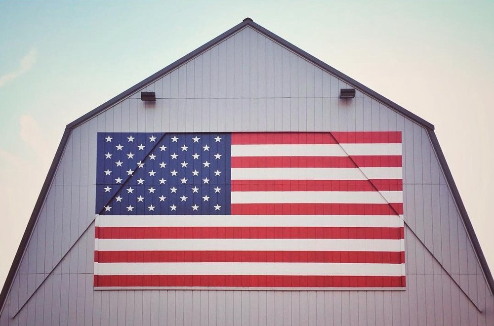 A barn in Bellbrook, Ohio, displays the American flag. (Andrea Nay)