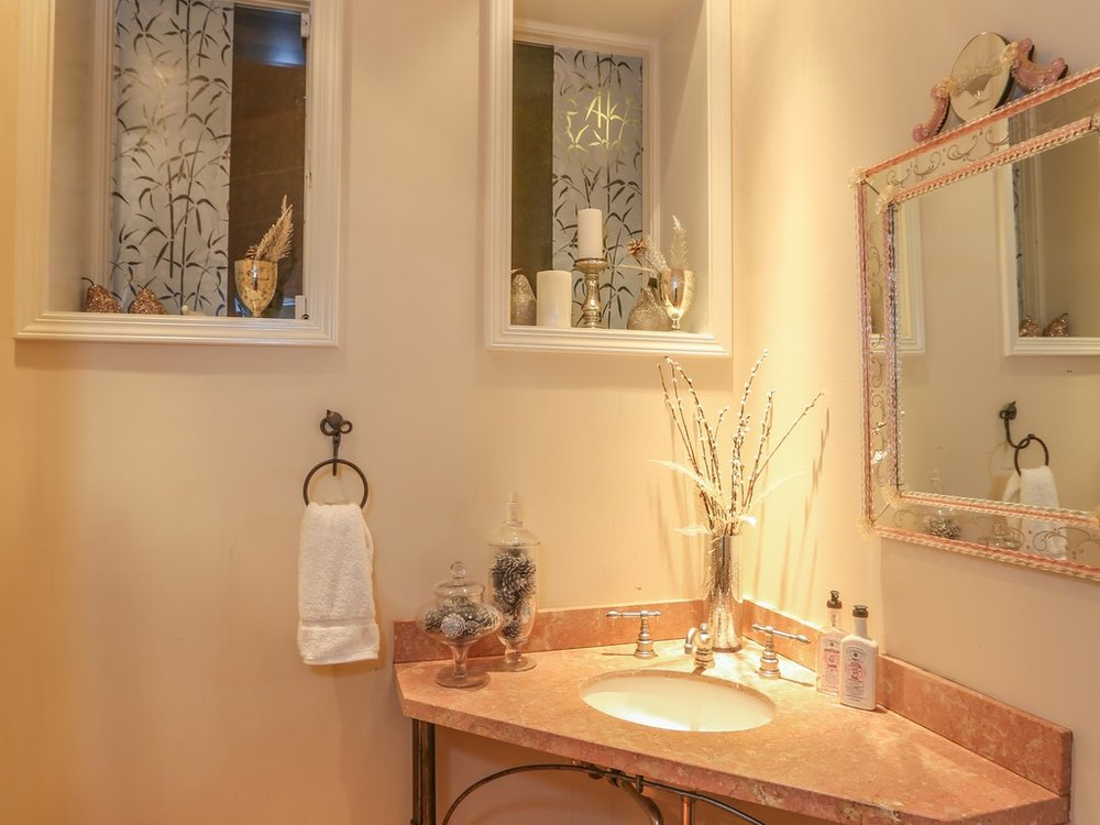 #20 Guest Bath .jpg