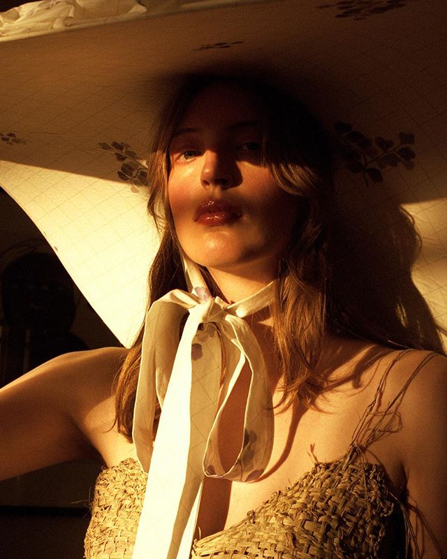 ✨Golden hour for @nastymagazine with @mahtobnikcih @cecile2k @gemma.pelagia✨  Beauty by me using @stilacosmetics @meccamaxima convertible colours on eyes, lips & cheeks  It's been a while since my last post so thank you very much for sticking around 💖