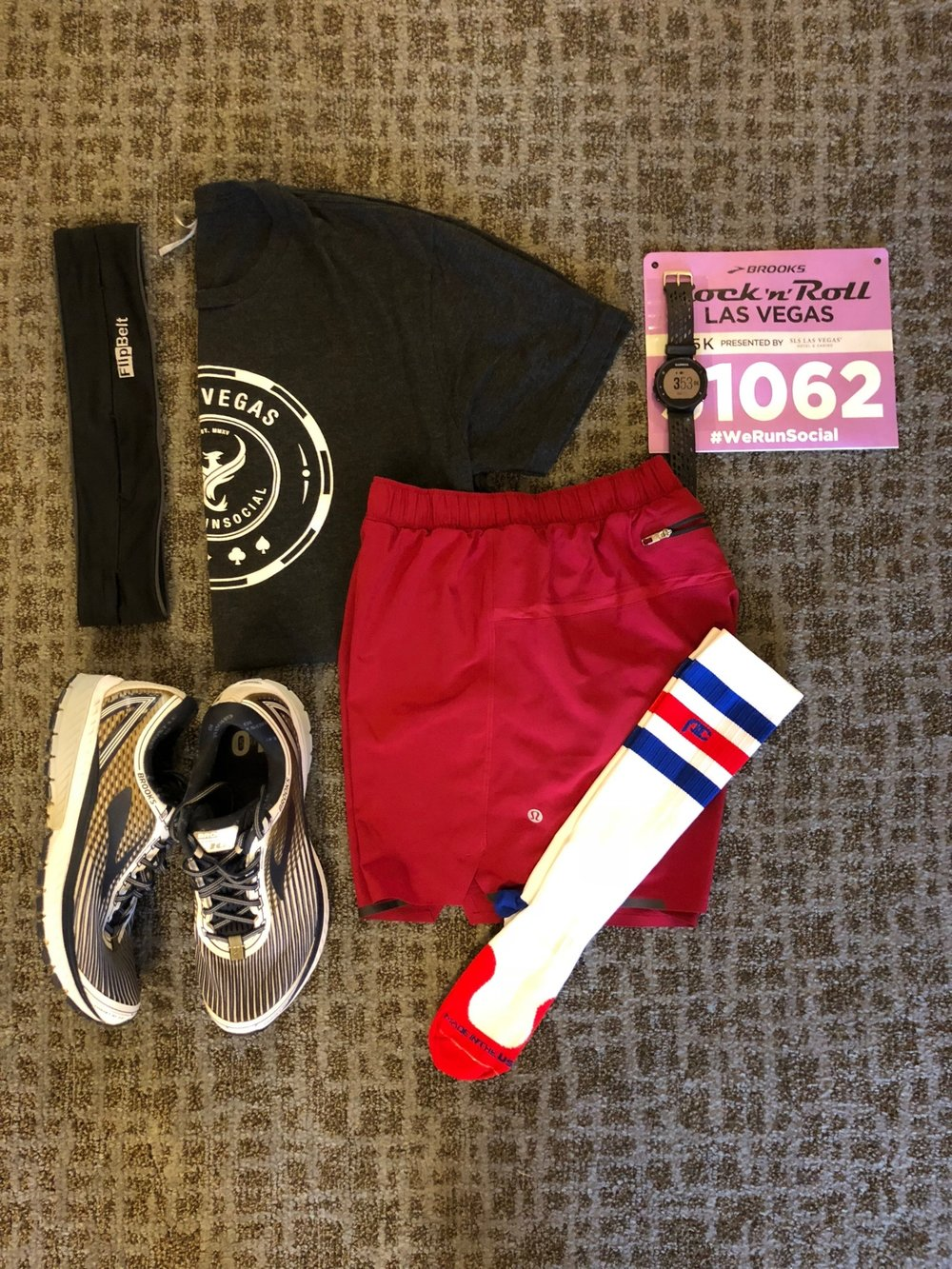 #Flatrunner for 5k:  ProCompression ,  Lululemon ,  Garmin ,  Brooks  and  WeRunSocial . A little RWB for Veteran's Day.