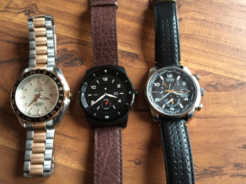 The LG is not huge when compared to other oversized watches, but the lugs do extend some distance. Those of you with small wrists may struggle.
