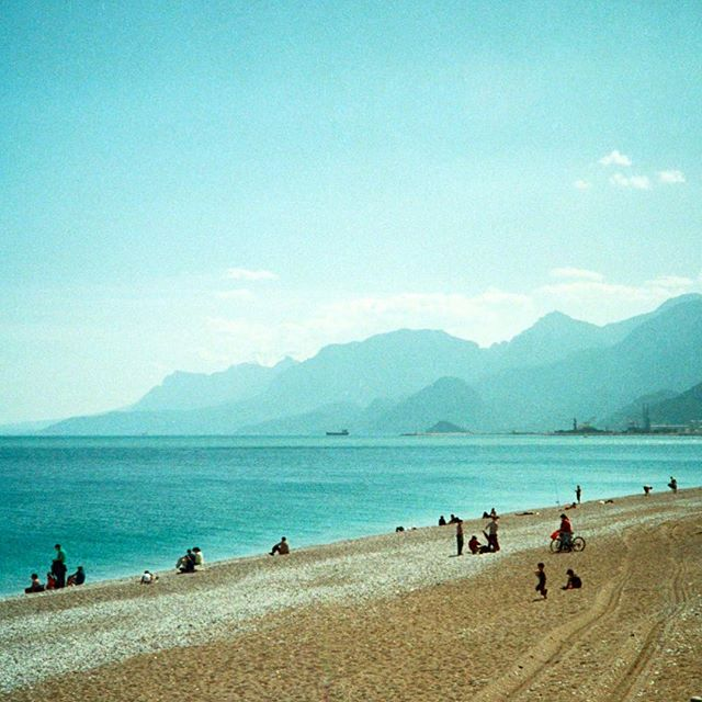 'Where mountains meet the ocean'  35mm photograph taken with my Canon AF35ML at Konyaalti beach, Antalya. #analoguephotography #nofilter #filmphotography #filmcamera  #35mmfilm #35mmphotography #turkey #outdoors #antalya #ocean #seaside #mountains #layday #sportclimbing #beach #clearblueocean #konyaaltı #konyaaltibeach