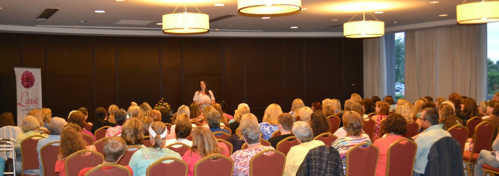 Renowned Psychic Medium Mollie Morning Star connecting audience readings to loved ones in Spirit Portland Oregon