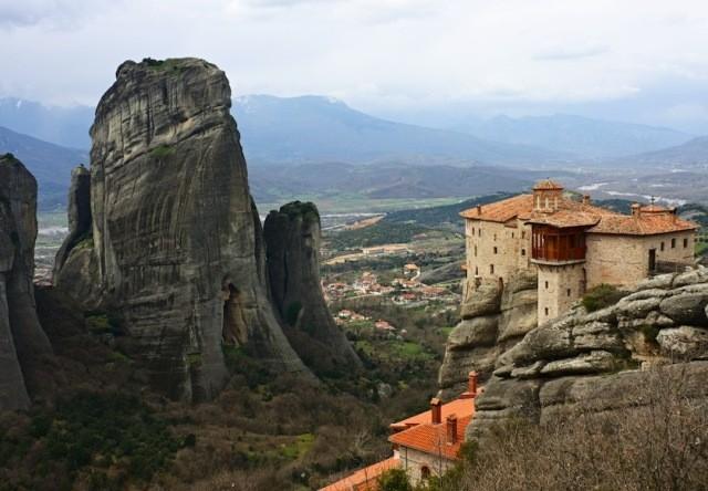 greece_meteora_monastery_3-640x444.jpg