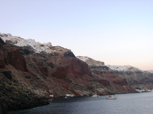 greece_santorini_cliffs.JPG-640x480.jpg