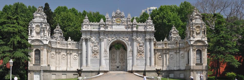Treasury_Gate,_Dolmabahçe_Palace,_Istanbul,_Turkey_002.jpg