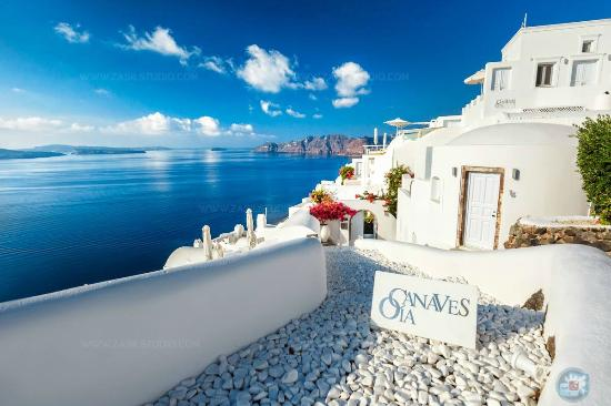 canaves-oia-hotel.jpg