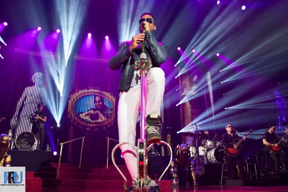 Romeo Santos performing at the Agganis Arena in Boston, MA. (Benjamin Esakof/Roman's Rap-Up)