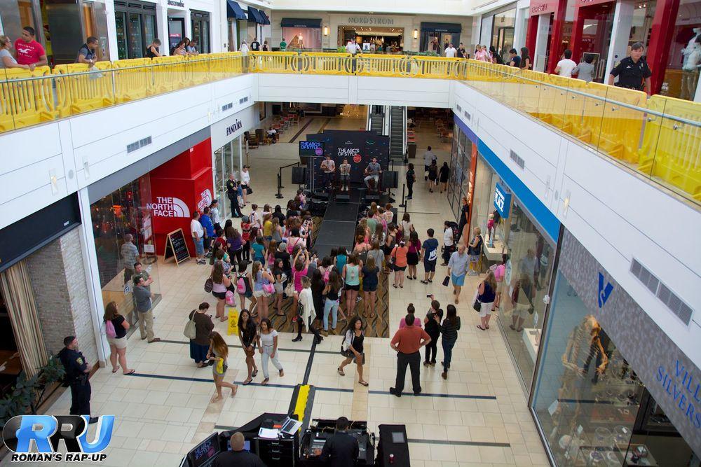 AJR at Northshore Mall 3.jpg