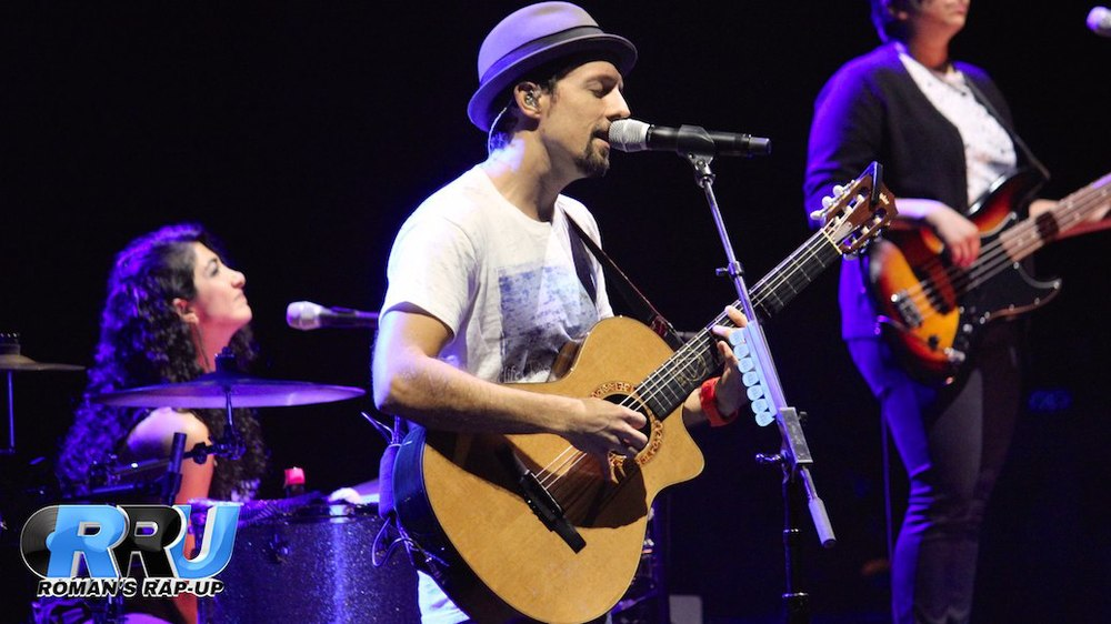 Jason Mraz performing at The Wang Theatre in Boston, MA on September 13th, 2014 (Dan Peters/Roman's Rap-Up).