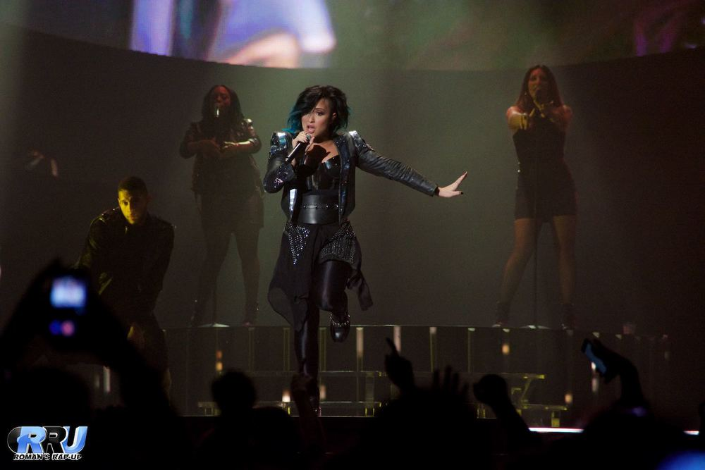 Demi Lovato performing at the Verizon Wireless Arena in Manchester, NH on October 22nd, 2014 (Benjamin Esakof/Roman's Rap-Up).
