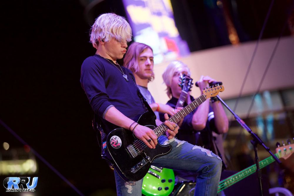 "R5 performing at Salvation Army's ""Rock The Red Kettle"" Concert in Los Angeles   on December 6th, 2014 (Paul DeBaun/Roman's Rap-Up)."