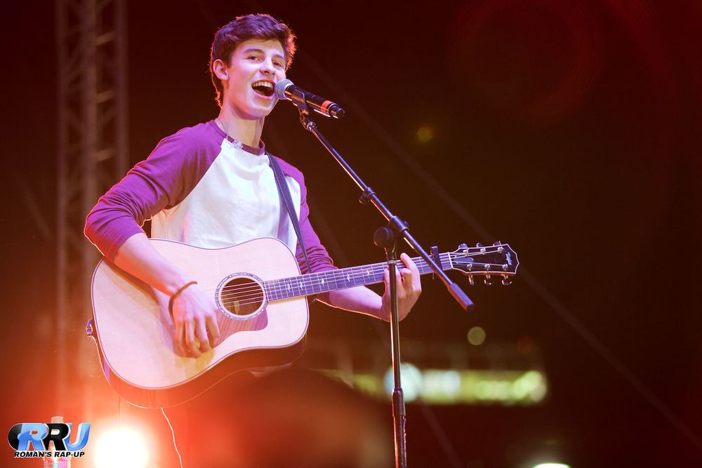 "Shawn Mendes performing at Salvation Army's ""Rock The Red Kettle"" Concert in Los Angeles   on December 6th, 2014 (Paul DeBaun/Roman's Rap-Up)."