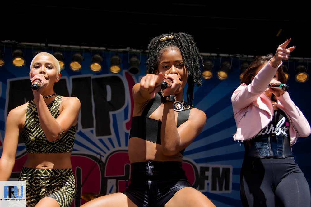 Simone Battle performing at 103.3 Amp Radio's Birthday Bash in June, 2014 (Benjamin Esakof/Roman's Rap-Up).