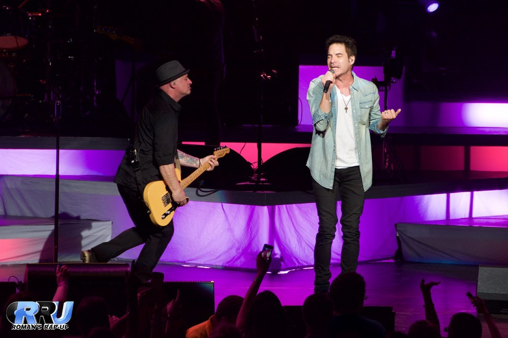 Train performing at the Xfinity Center in Mansfield, MA on June 20th, 2015 (Benjamin Esakof/Roman's Rap-Up).