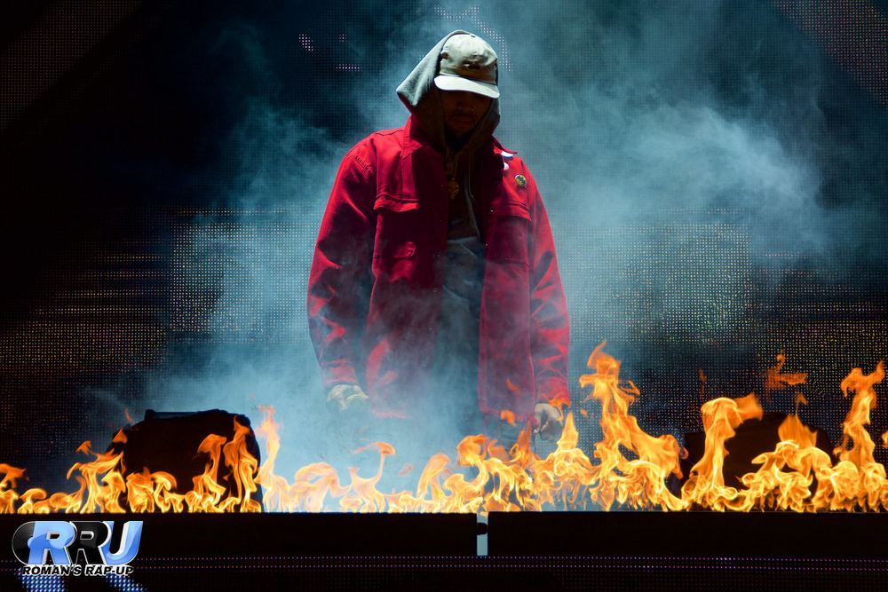 Chris Brown performing at the Xfinity Center on August 29th, 2015 (Benjamin Esakof/Roman's Rap-Up).