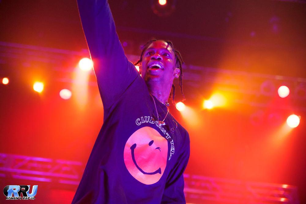 Travis Scott performs in Boston on November 22nd, 2015 (Benjamin Esakof/Roman's Rap-Up).