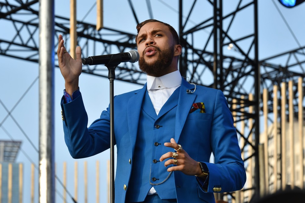 Jidenna performing at the 2016 MTV Woodies Festival on March 16th, 2016 (MTV).
