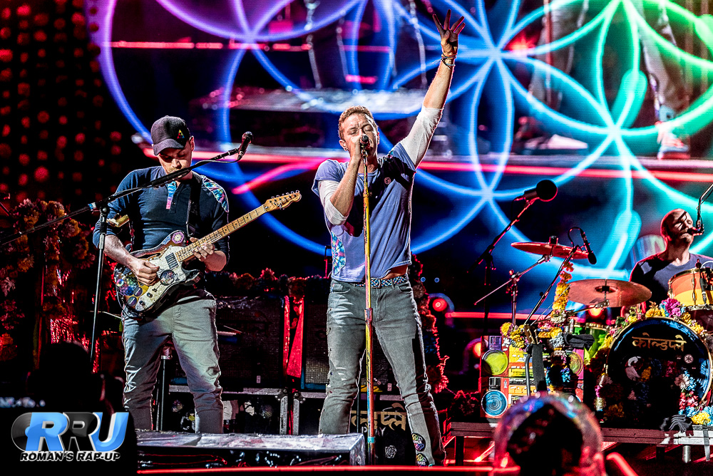 Coldplay performs at Gillette Stadium on July 30th, 2016 (Benjamin Esakof/Roman's Rap-Up).