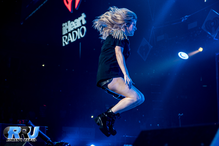 Ellie Jingle Ball_-19.jpg
