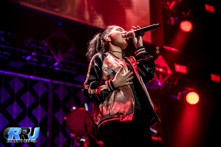 Alessia Jingle Ball_-5.jpg
