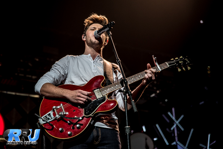 Niall Jingle Ball_-9.jpg