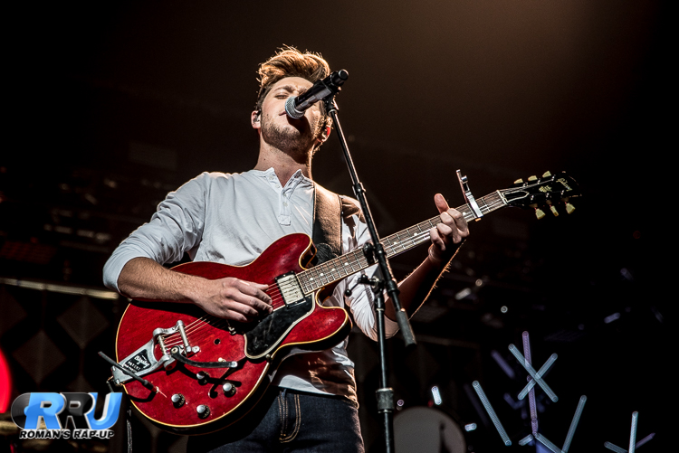 Niall Jingle Ball_-8.jpg