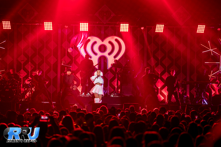 Ariana Jingle Ball_-15.jpg
