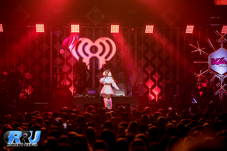 Ariana Jingle Ball_-4.jpg