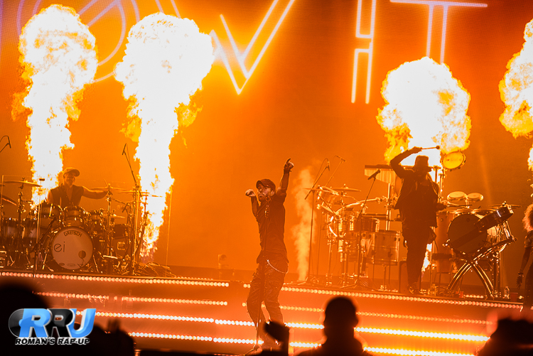 Enrique Iglesias performs at the TD Garden on October 12th, 2017 (Ben Esakof/Halo Creative Group).