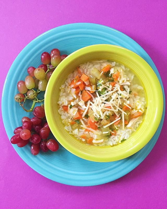It's full on soup season! My freezer is stocked with container after container of soup! Today I have chicken and rice soup with freshly grated Parmesan cheese and a side of red grapes 🍇 ⠀ Have a great day! ⠀ .⠀⠀⠀⠀⠀⠀ .⠀⠀⠀⠀⠀⠀ .⠀⠀⠀⠀⠀⠀ .⠀⠀⠀⠀⠀⠀ .⠀⠀⠀⠀⠀⠀ #buzzfeedfood #cleaneating #dietitian #eattherainbow #eatyourveggies #f52grams #fitfoodie #foodblogger #healthyaperture #healthyrecipe #healthykids #huffposttaste #kitchn #myplate #nutrition #rdapproved #realfood #realsimple #superfood #tastingtable #tastyandclean #tastyandcleanideas #thenewhealthy #weightwatchers #wholefood ⠀⠀⠀⠀⠀⠀ ⠀⠀⠀⠀⠀⠀ #soup #livelifefully #grapes #chickenricesoup #lunchideas