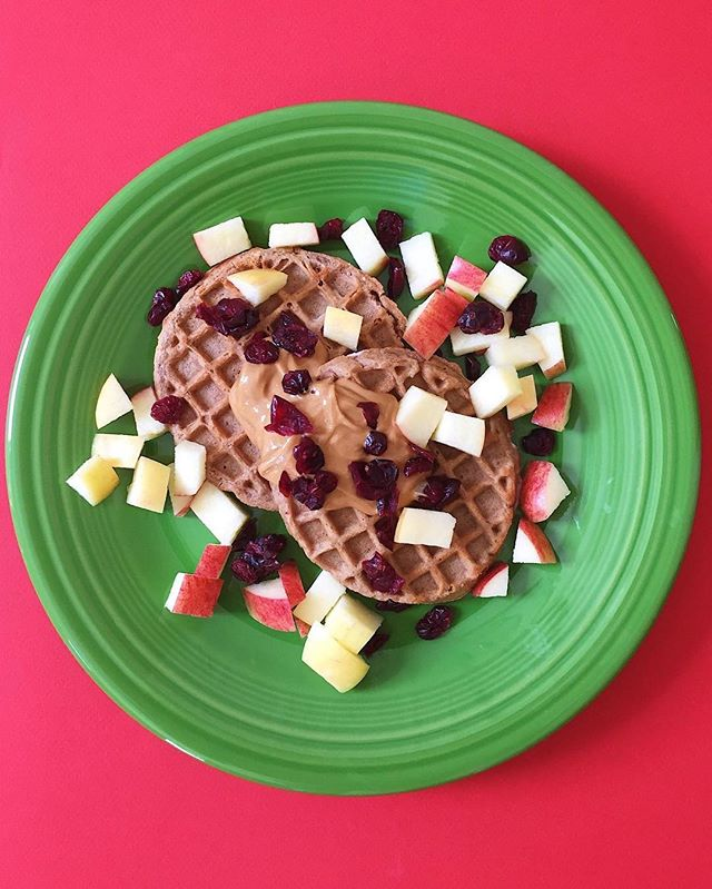 Happy Festivus, Friends! Apparently this fictitious holiday introduced on Seinfeld has become an actual holiday celebration! To celebrate I'm having Van's Power Grains waffles topped with almond butter, diced apples and dried cranberries. 😂🎷🍎🌲🕯❤️💚❤️💚⠀ .⠀⠀⠀⠀⠀ .⠀⠀⠀⠀⠀ .⠀⠀⠀⠀⠀ .⠀⠀⠀⠀⠀ .⠀⠀⠀⠀⠀ #buzzfeedfood #cleaneating #dietitian #eattherainbow #eatyourveggies #f52grams #fitfoodie #foodblogger #healthyaperture #healthyrecipe #healthykids #huffposttaste #kitchn #myplate #nutrition #rdapproved #realfood #realsimple #superfood #tastingtable #tastyandclean #tastyandcleanideas #thenewhealthy #weightwatchers #wholefood ⠀⠀⠀⠀⠀ ⠀⠀⠀⠀⠀ #almondbutter #livelifefully #festivus #waffles #festivusfortherestofus