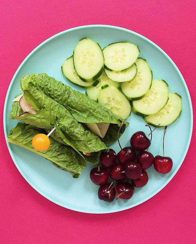 Welcome 2018!! Excited for this new year. A simple healthy lunch today....turkey and honey mustard lettuce wraps with cucumbers and cherries. 🎩🥒🍒⠀ .⠀⠀⠀⠀⠀⠀ .⠀⠀⠀⠀⠀⠀ .⠀⠀⠀⠀⠀⠀ .⠀⠀⠀⠀⠀⠀ .⠀⠀⠀⠀⠀⠀ #buzzfeedfood #cleaneating #dietitian #eattherainbow #eatyourveggies #f52grams #fitfoodie #foodblogger #healthyaperture #healthyrecipe #healthykids #huffposttaste #kitchn #myplate #nutrition #rdapproved #realfood #realsimple #superfood #tastingtable #tastyandclean #tastyandcleanideas #thenewhealthy #weightwatchers #wholefood ⠀⠀⠀⠀⠀⠀ ⠀⠀⠀⠀⠀⠀ #wwfreestyle #livelifefully #cherries #lettucewraps #lunchbox
