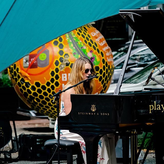 Fun with the #steinway . Thanks for the photo @mrtv412 . . @pianodaypgh #piano #downtownpittsburgh #livemusic #goseelivemusic