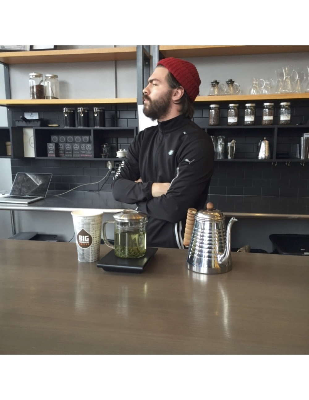 This cafe does brew to order and the tea is made behind the counter and served to go